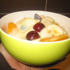 Hedelmäsalaatti & Vaniljakastike
