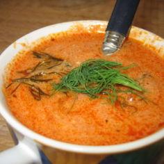 Kylmä tomaatti-jogurttikeitto
