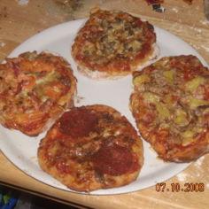 4 pikku pizzaa