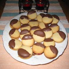 Suklaakuorrute Pikkuleivät
