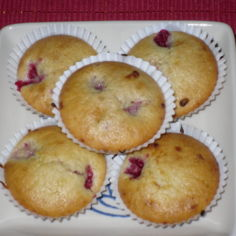 vadelma valkosuklaa muffinsit