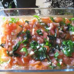 Basilikasalaatti