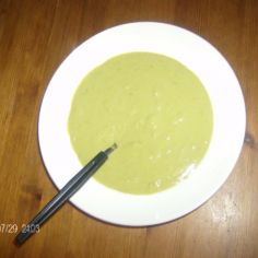 Vihreä hernesosekeitto