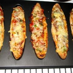 Pizzapellillä: Tonnikala ja Kinkku