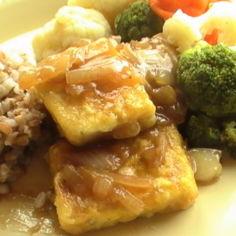 Tofua hapanimelässä kastikkeessa