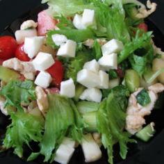 Raikas broileri mozzarella salaatti