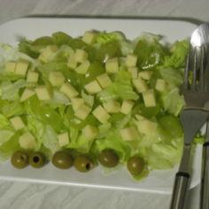 Rypäle-juustosalaatti