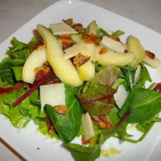 PekoniPäärynäParmesan-Salaatti