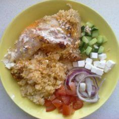 Tuorejuustolla kuorrutettua kanaa riisipedillä
