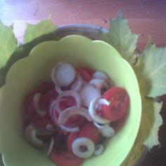 Tomaattisipulisalaatti