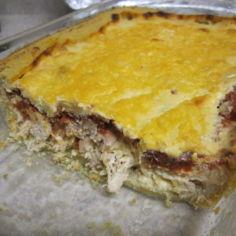 Lihaisa juustokastikepiiras