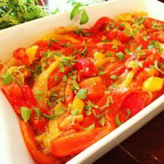 Salaatti paahdetuista paprikoista