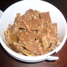 Maitosuklaa - pähkinäfudge