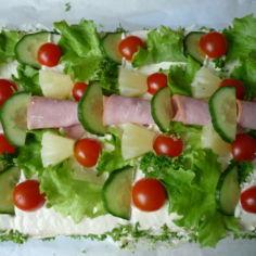 Lihaisa voileipäkakku