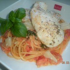 Tomaatti-voi pasta ja kananrintaa