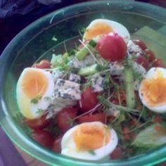 Sinihomejuusto salaatti