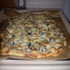 Pizza 1. tulee 2 uunipellillistä.