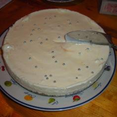 Valkosuklaakakku ilman liivatetta