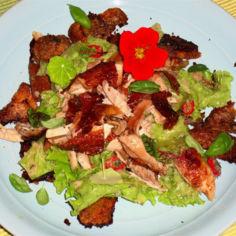 Rustiikkinen caesar-salaatti Jamien tyyliin