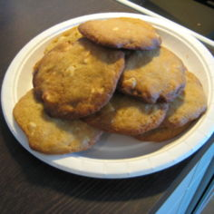 Valkosuklaa-pähkinä keksit