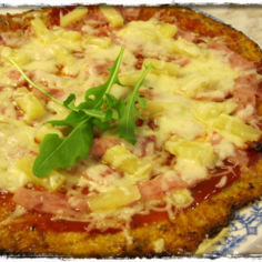 Kinkkupizza kukkakaalipohjalla