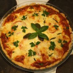 Mozzarella pinaatti tomaatti piirakka