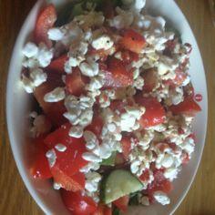Raejuusto-salaatti