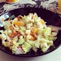 Raikas ja ruokaisa kanasalaatti