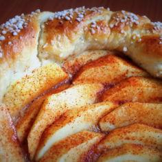 Omenapiirakka pullataikinasta