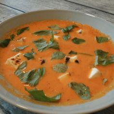 Tomaatti & vuohenjuustokeitto helposti