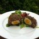 Skottilaiset munat vihersalaatin kera